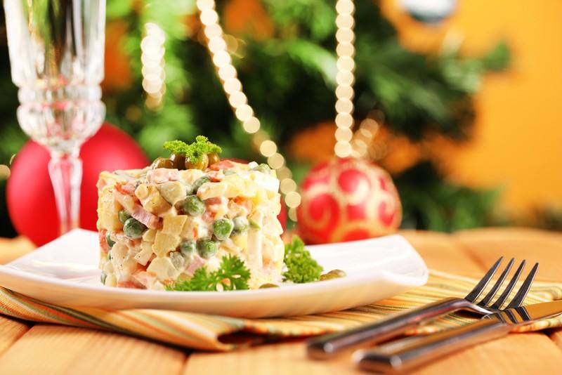 украсить салат в год свиньи