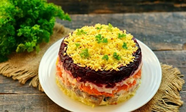 Классический салат «Сельдь под шубой»