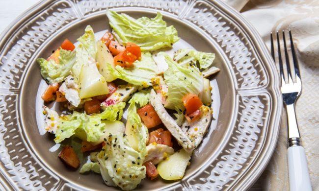 салат по-гавайски с куриным филе и грушей