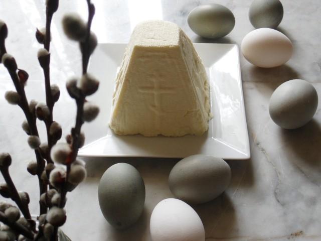 Пасха из молока, или пасхальный сыр