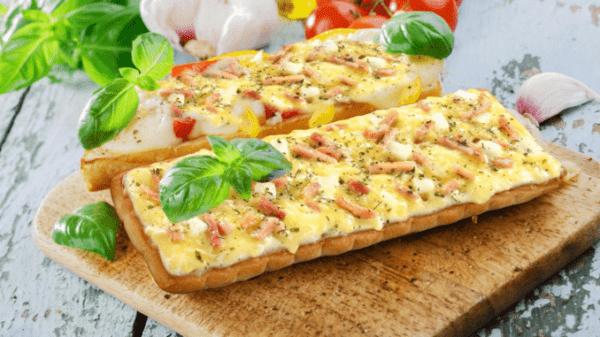 Гавайская пицца на хлебе