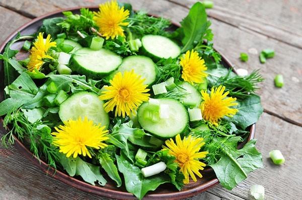 Рецепт салата из одуванчиков «Витаминный»