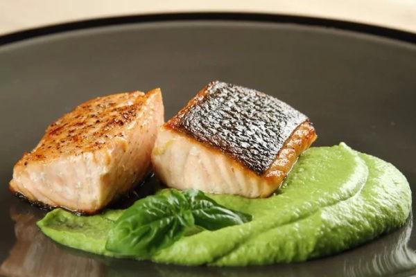 рыба, запеченная с мятой