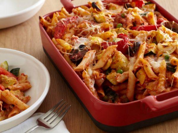 Запеченные макароны с жареными овощами