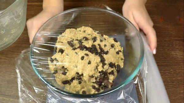 Овсяное печенье с изюмом и шоколадом