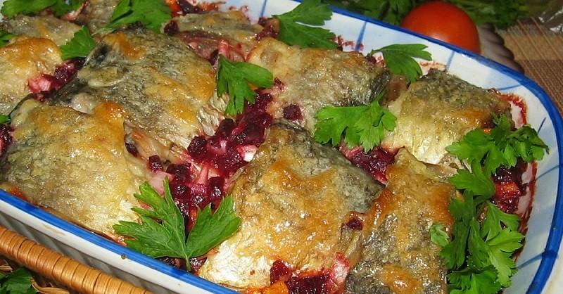 Рыба, запеченная с овощами