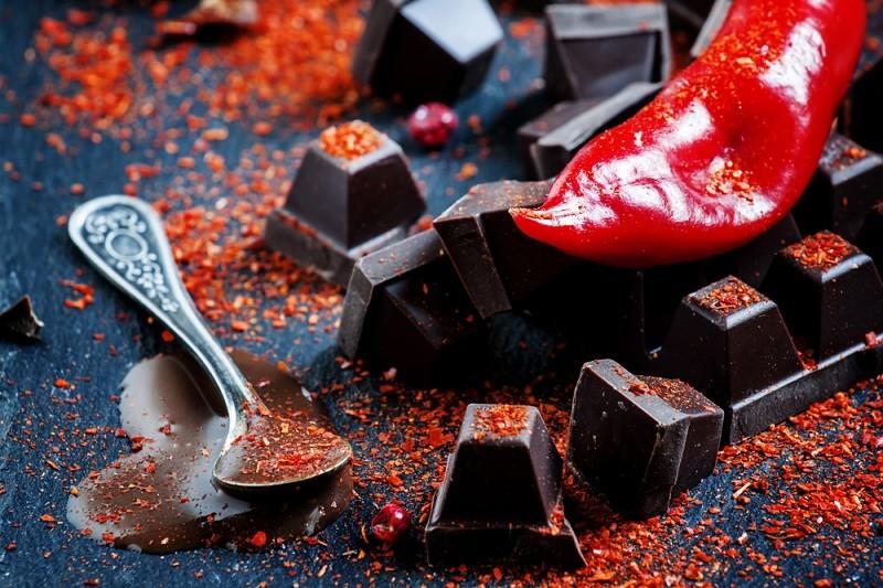 Шоколад и красный острый перец
