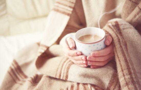 Какой же чай вкусно пить без кусочка яблочного пирога или шоколадной конфеты?