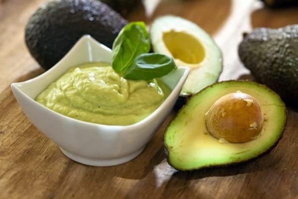 Кремовый соус с огурцом и авокадо