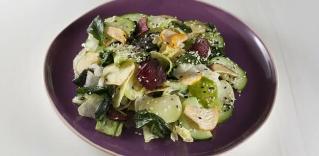 Салат с редькой и кейлом