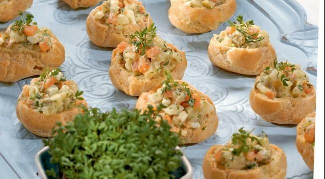 Профитроли с картофельным салатом