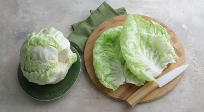 Как приготовить голубцы Разбор капусты на листья для приготовления голубцов