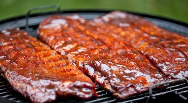 Если полить мясо в несколько слоев соусом, то потом на гриле оно станет намного вкуснее