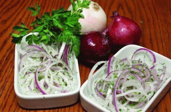 Лук салатный маринованный