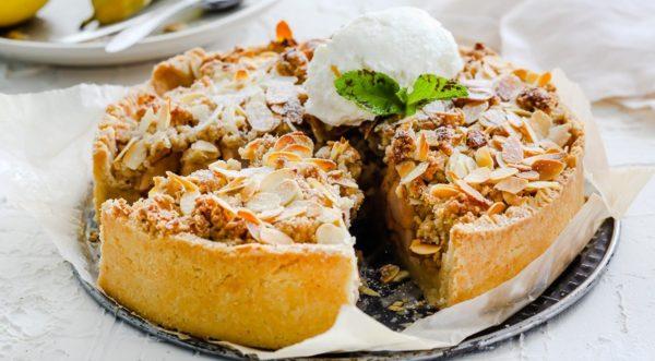 пирог с грушами, мёдом и орехами