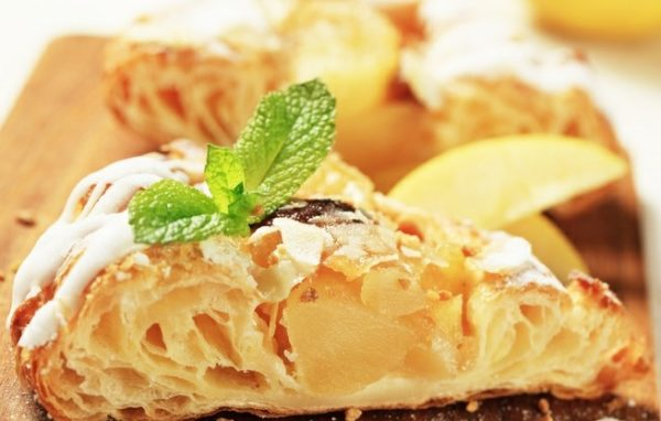 Постный пирог с грушами, мёдом и орехами