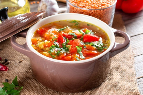 Пряный суп с чечевицей и болгарским перцем